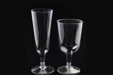 גביעי יין על רגל